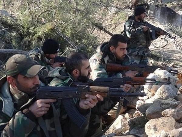 Phiến quân vấp phải sự phản công quyết liệt của quân đội Syria ở Deir Ezzur ảnh 1