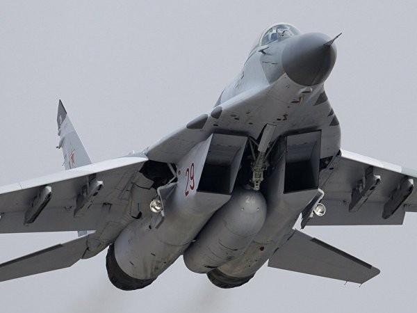 Các phi công lái MiG-29SMT của Nga chuẩn bị tập trận gần St. Petersburg ảnh 1