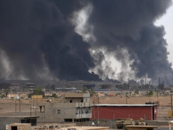 Iraq: Thua trận ở Qayyara, IS điên cuồng đốt cháy các giếng dầu ảnh 2