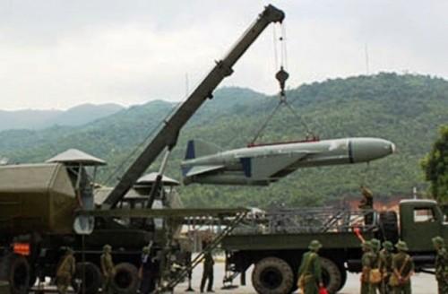 Hệ thống Rubezh sử dụng tên lửa P-15 Termit tốc độ cận âm, tầm bắn 80 km để phòng thủ gần bờ