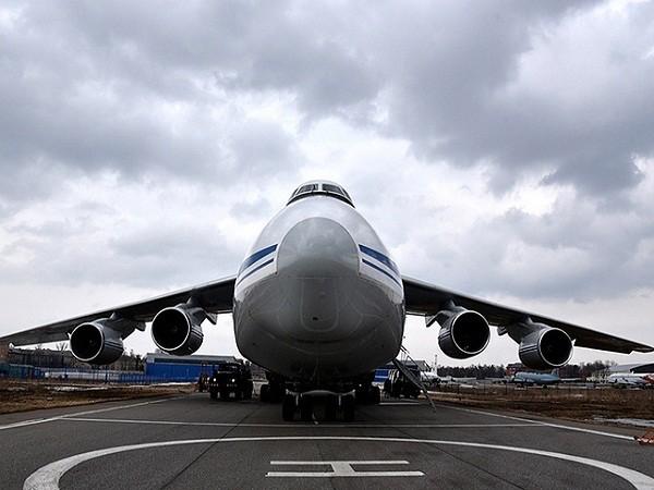 Máy bay vận tải siêu nặng An-124