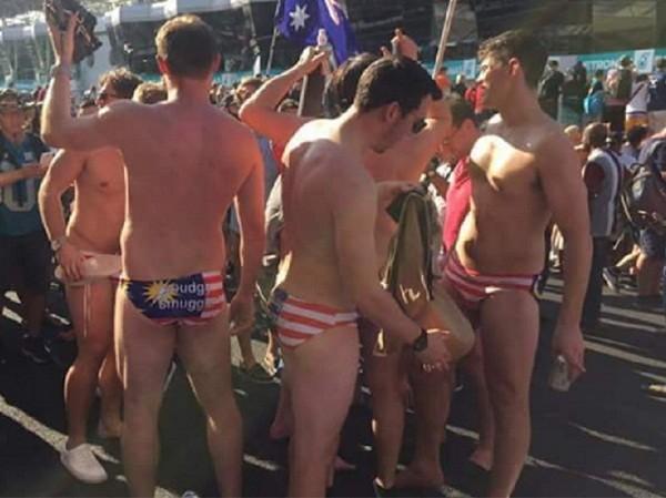 9 thanh niên Australia bị bắt vì... mặc quần lót in hình quốc kỳ Malaysia ảnh 1