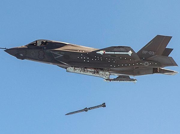 Máy bay chiến đấu F-35 của Mỹ phóng thử tên lửa không đối không tầm trung AIM-120