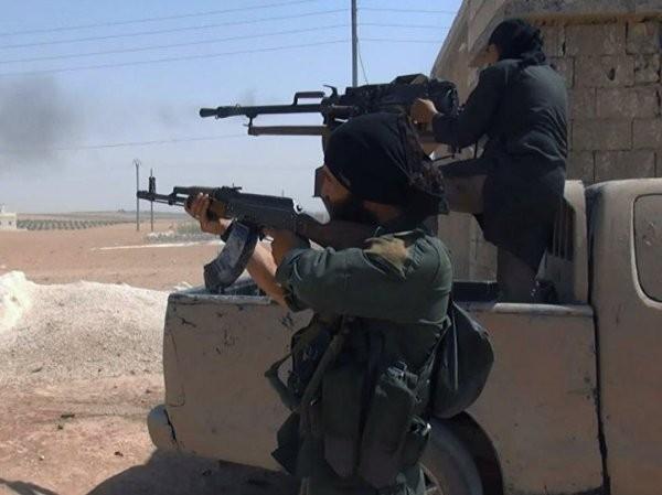 Các tay súng IS giao tranh với lực lượng người Kurd ở Aleppo