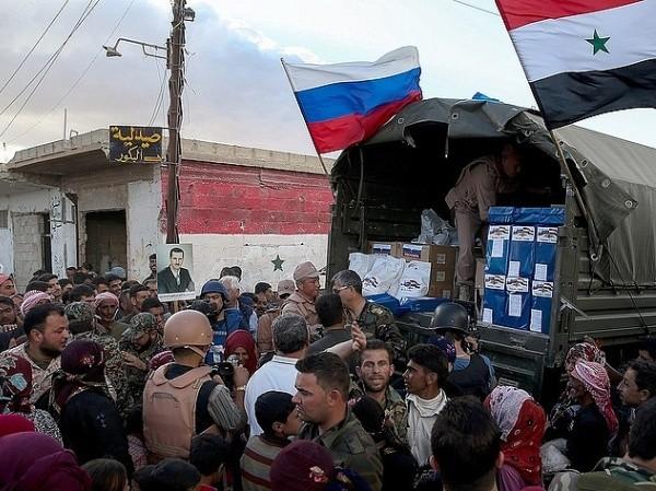 Nga đang giao hàng viện trợ nhân đạo đến tận tay người dân ở Aleppo
