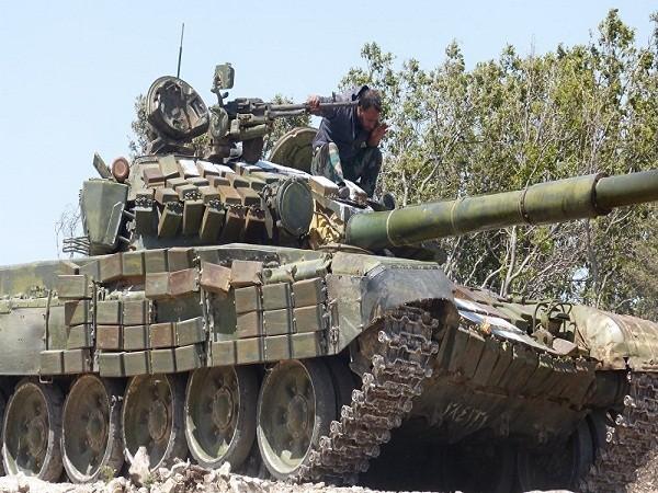 Xe tăng quân đội Syria tham chiến ở Aleppo