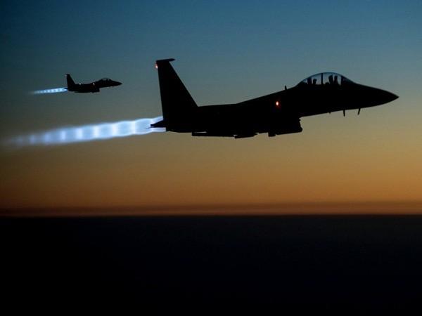 Liên quân không kích phá hủy 168 xe chở dầu của IS ở Syria ảnh 1