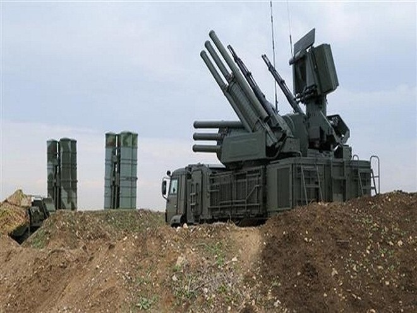 Hệ thống phòng không Pantsir-S1 và các hệ thống tên lửa phòng không S-400 tầm xa của Nga được triển khai ở Syria