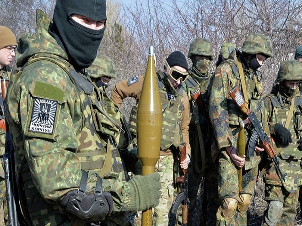 Các tay súng thuộc Trung đoàn Azov ở Ukraine