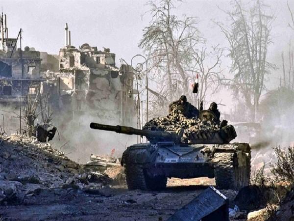 Xe tăng của quân chính phủ Syria tiến vào thành phố Aleppo
