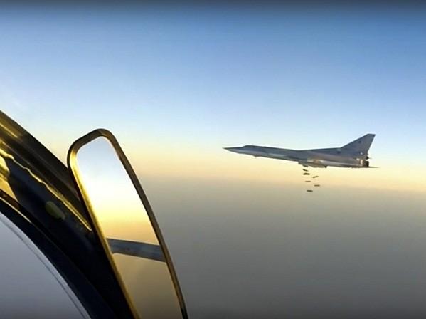 Chiến đấu cơ Nga tiếp tục dội bom diệt IS ở Deir ez-Zor, Syria ảnh 1