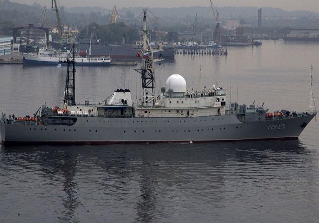"""Tàu trinh sát điện tử """"Victor Leonov"""" của hải quân Nga"""