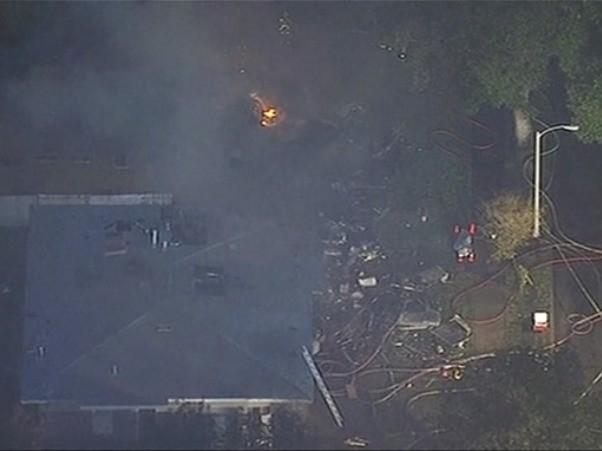Máy bay đâm vào 2 ngôi nhà ở California, 6 người thương vong ảnh 1