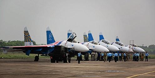 Các máy bay Su-27 của Phi đội Tráng sĩ Nga tại Nội Bài năm 2013
