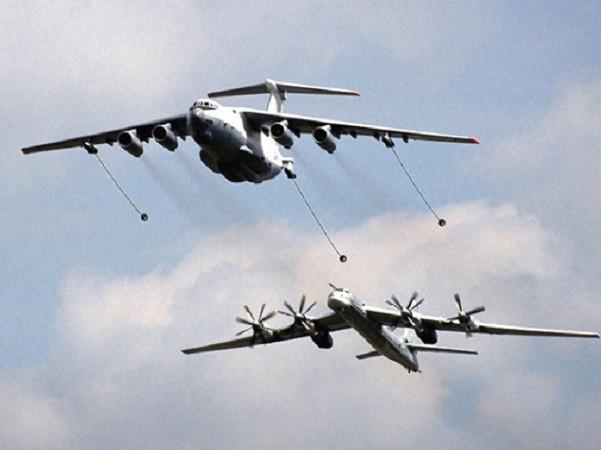 Chiến đấu cơ Mỹ đánh chặn máy bay ném bom Nga ngoài khơi Alaska ảnh 1