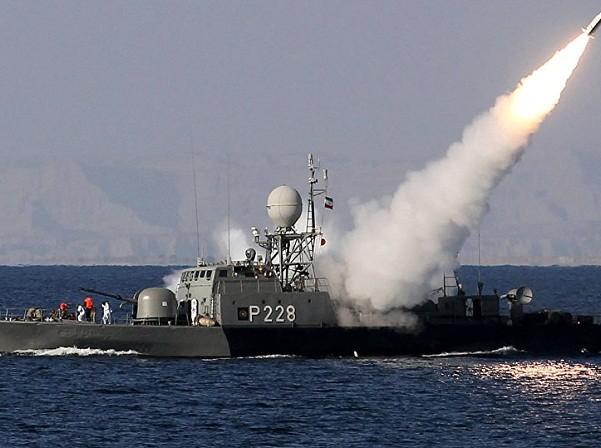 Iran phóng thử ngư lôi gần eo biển Hormuz khiến Mỹ lo ngại ảnh 1