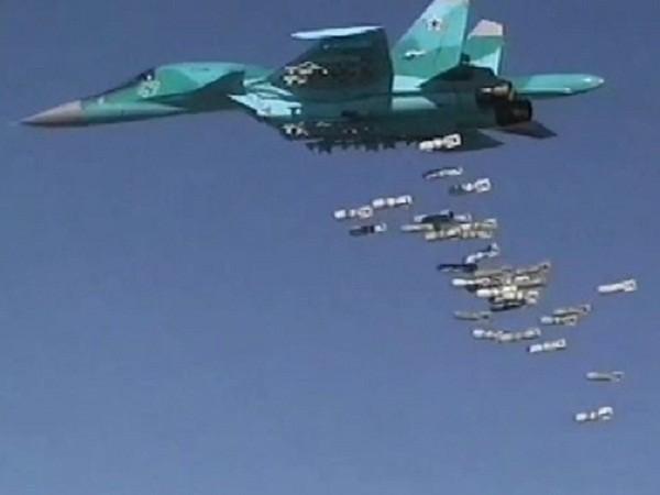"""Không lực Nga """"thổi bay"""" căn cứ của IS ở phía đông Hama ảnh 1"""