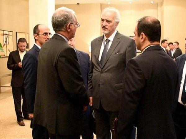 Đại sứ Syria tại Liên Hiệp Quốc Bashar al-Ja'afari (giữa) có mặt tại Astana dự vòng đàm phán thứ 5 về Syria, ngày 4 - 7 - 2017.