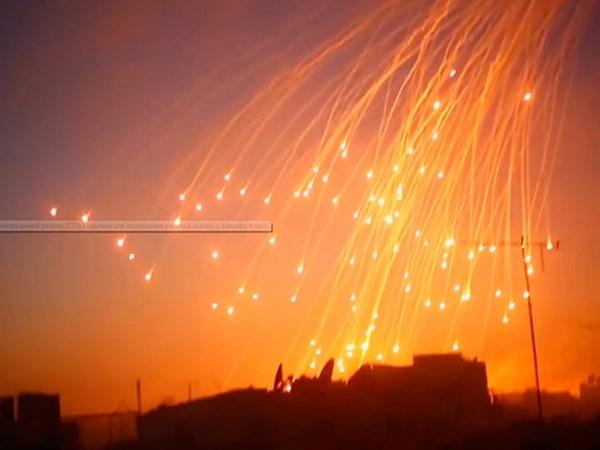 Syria: Mỹ dội bom phốt pho tại chiến trường Deir Ezzor, 3 thường dân thiệt mạng ảnh 1