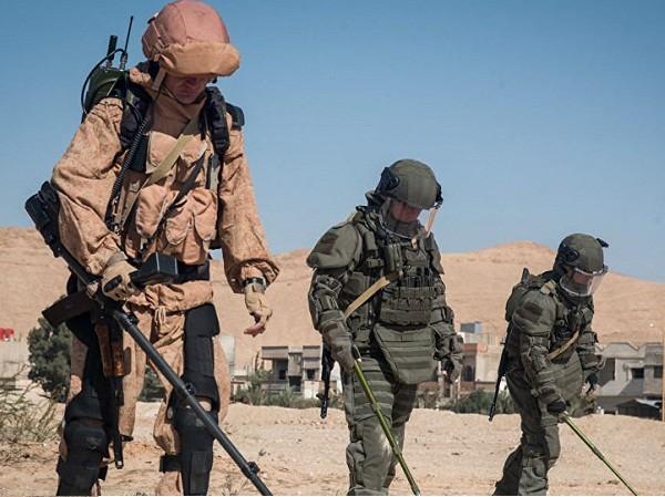 Quân đội Nga dọn sạch 275 thiết bị nổ ở Deir Ezzor trong 24 giờ qua ảnh 1