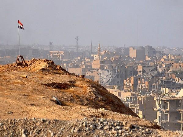 Syria vừa tuyên bố giải phóng Deir Ezzor, IS liền đánh bom liều chết: Hàng chục người thương vong ảnh 1