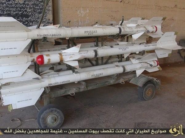 Quân đội Syria tịch thu hàng chục tên lửa không đối không từ IS ở Hama ảnh 1