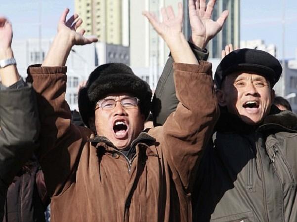 Người dân Triều Tiên hò reo, vui mừng sau vụ phóng thành công ICBM, ngày 29-11-2017