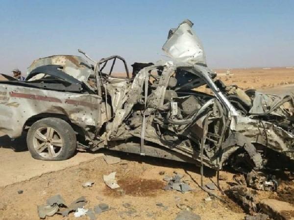 Xe tải chở phiến quân bị nổ tung trong vụ đánh bom ven đường ở Hama, Syria, ngày 28-12-2017