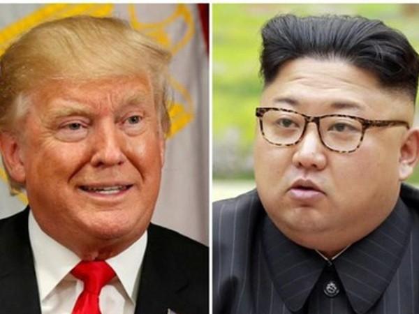 Tổng thống Mỹ Donald Trump (trái) và nhà lãnh đạo Triều Tiên Kim Jong-un