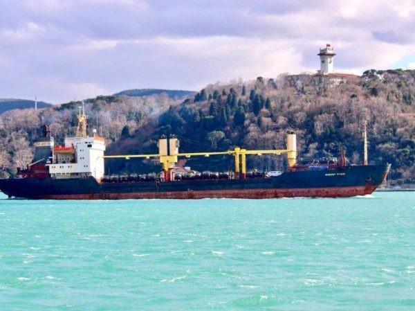 Tàu Nga được nhìn thấy chở một số lượng lớn thiết bị quân sự đến Syria