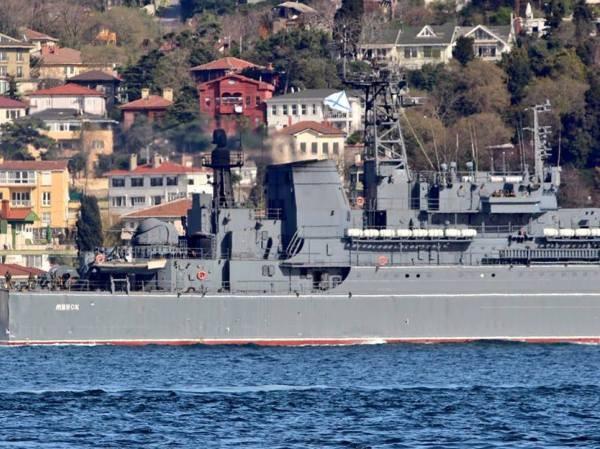 Tàu Nga được cho là đang chở xe tăng, vũ khí hạng nặng đến Syria
