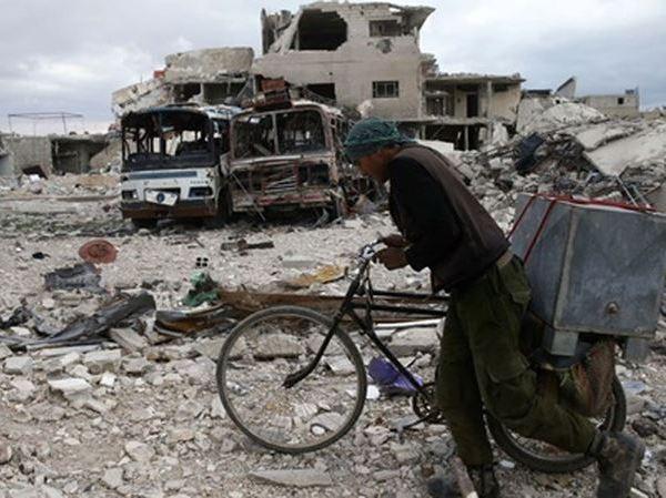 Cảnh đổ nát tại thị trấn Douma, Đông Ghouta, ngoại ô thủ đô Damascus, Syria