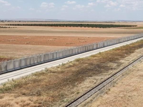 Thổ Nhĩ Kỳ xây xong bức tường khổng lồ dọc biên giới với Syria ảnh 1
