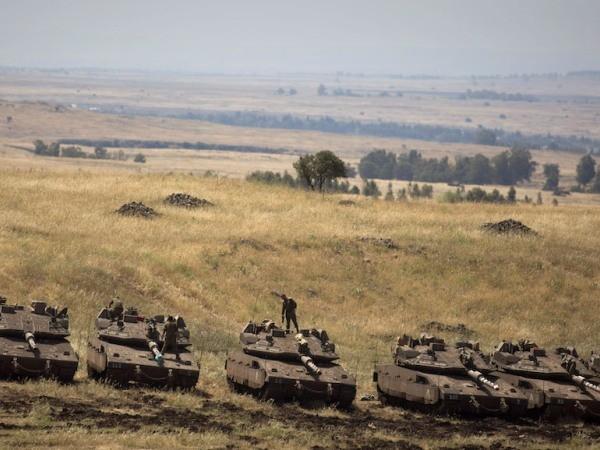 Xe tăng quân đội Israel được nhìn thấy ở biên giới Israel-Syria