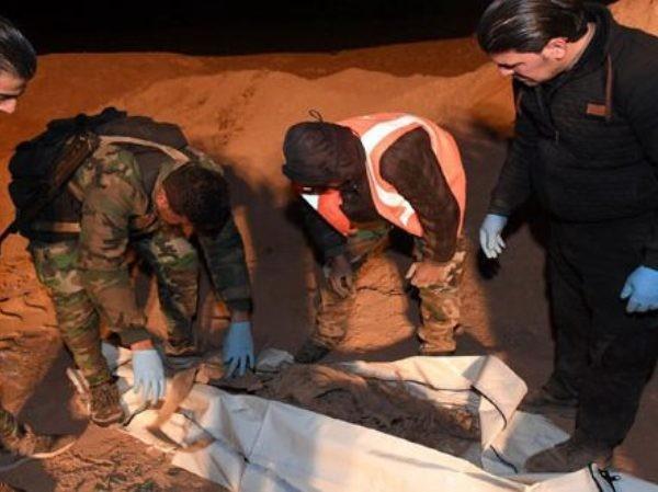 SAA khai quật được 7 hố chôn tập thể với hàng trăm thi thể tại Deir Ezzor