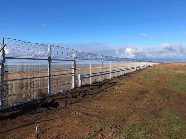 Nga hoàn thành hàng rào an ninh ở biên giới Ukraine