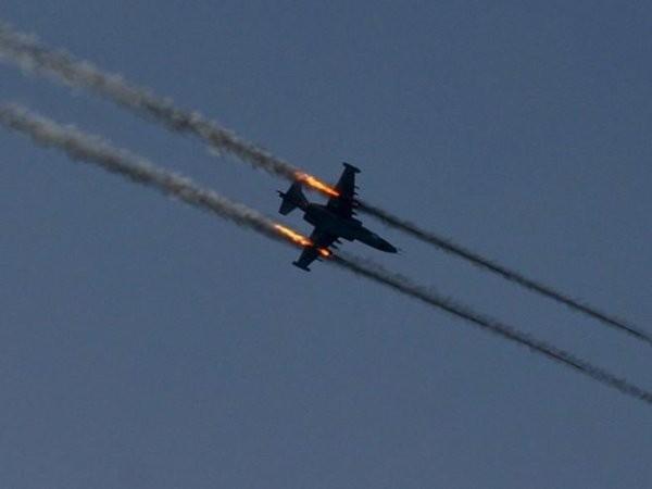Không quân Iraq dội bom trúng cuộc họp chỉ huy của IS tại Syria ảnh 1