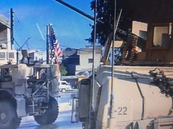 Lính Syria ở Manbij nhất quyết không gỡ cờ xuống theo đề nghị của Mỹ ảnh 1