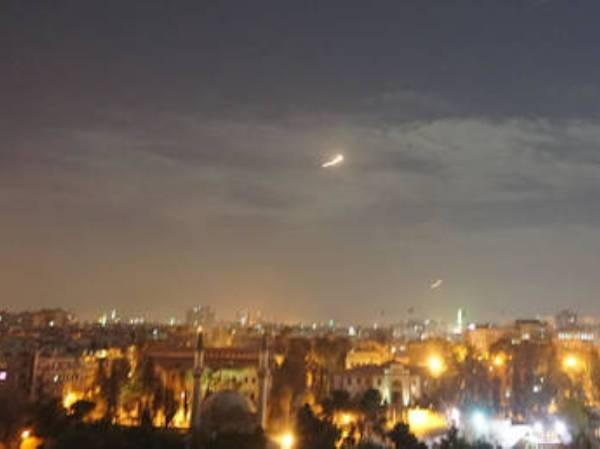 Iran phủ nhận Israel tấn công các căn cứ của họ ở Syria ảnh 1