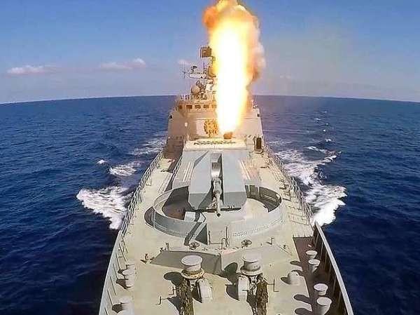 Tàu chiến Nga bắn tên lửa