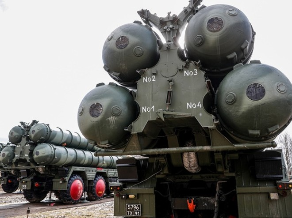Hệ thống phòng thủ tên lửa S-400 của Nga