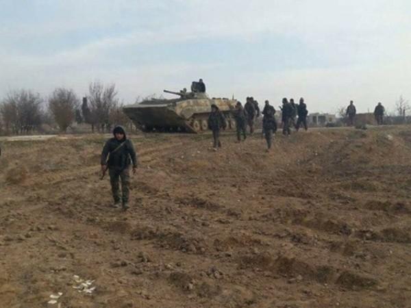 Binh sĩ SAA tiến vào thị trấn Kafr Naboudeh vừa giải phóng