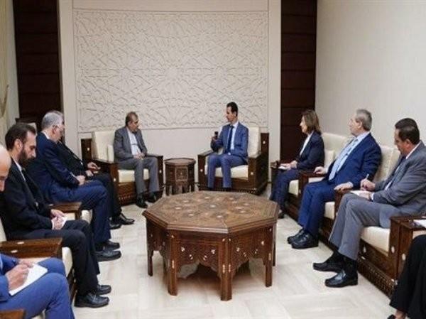 Tổng thống Syria Bashar al-Assad (bên phải) trong cuộc gặp với ông Ali Asghar Khaji - Trợ lý cấp cao của Ngoại trưởng Iran, ngày 2-7-2019