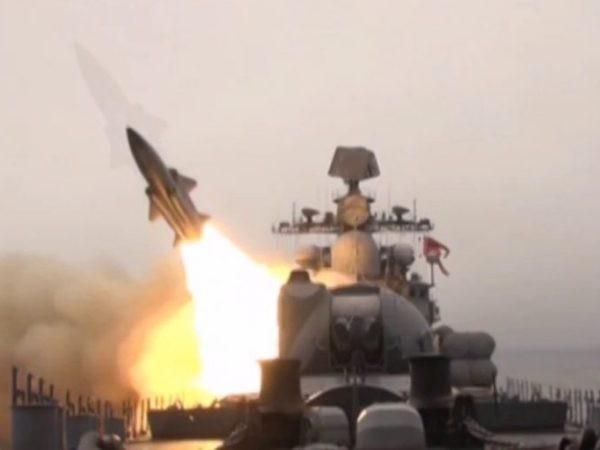 Cận cảnh tàu chiến Nga tiêu diệt mục tiêu bằng tên lửa siêu thanh Moskit