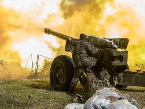 Đơn vị pháo binh của quân đội Syria ở mặt trận Idlib