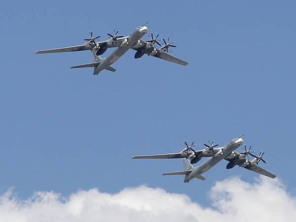 Hai máy bay ném bom chiến lược Tu-95MS của Nga tuần tra Biển Barents, Na Uy và Bắc Hải, ngày 13-8-2019