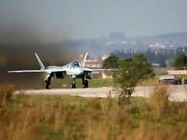 Chiến đấu cơ Su-57 Nga cất cánh từ căn cứ Hmeimim ở Syria