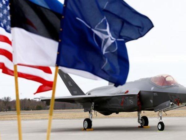Cờ Mỹ tung bay cạnh cờ NATO ở căn cứ không quân Amari tại Estonia