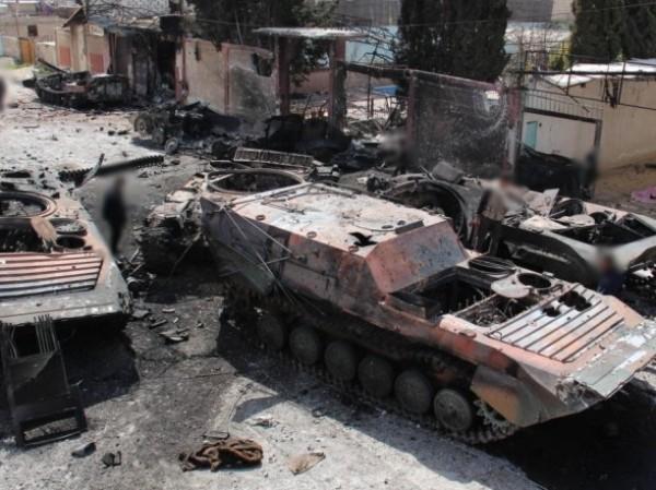 Phiến quân HTS đập tan chiếc xe tăng của quân chính phủ Syria, ngày 24-9-2019
