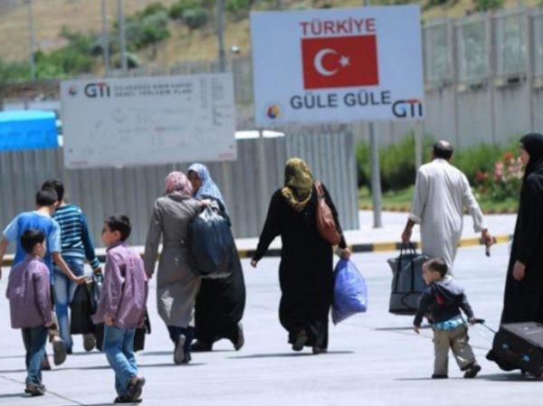 Người dân Syria trốn sang Thổ Nhĩ Kỳ để lánh nạn